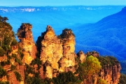 BLUE MOUNTAINS Discover Beautiful Katoomba w/ 2-3 Night Country Break for Two at Blue Mountains Heritage Motel! Incl. Brekkie, Bottle of Wine & More