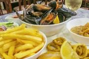 Splash Into a Delicious Seafood Platter w/ Wine & Dessert for 2 at Buffet Amici! Tuck into Salt & Pepper Calamari, Garlic Prawns, Chilli Muscles & More