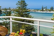 THE ENTRANCE 3N Seaside Bliss @ Oaks Waterfront Resort The Entrance! Nestled on the Bank of Tuggerah Lake. Studio or Apartment Stay w/ Bottle of Wine