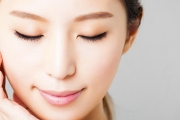 Buff Away Dull Skin to Reveal a More Glowing you w/ a Diamond Microdermabrasion Treatment at Splendor Skin & Laser! Upgrade for More Sessions