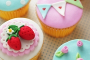 Learn a Sweet New Skill w/ 'Happily Ever After' Cupcake & Cookie Decorating Masterclass from Cake Decorating Solutions! Incl. Equipment + Ingredients