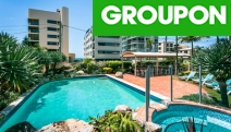 SURFERS PARADISE Fly from Syd or Melb for 5-Nights at the Surfers Beachside Holiday Apartments! Discount Brekkie Vouchers, Tennis Court Hire & More