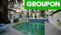 BROADBEACH, GC Self-Contained Apartment Escape for 2 or 4-Ppl in Broadbeach at Island Beach Resort! Up to 5N with Bottle of Wine, Late Checkout & More