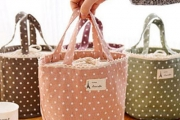 Keep Your Food Cool or Warm and Maintain Freshness with a Thermally-Insulated Drawstring Lunch Bag! Choose from 3 Colours of Polka Dot Patterns